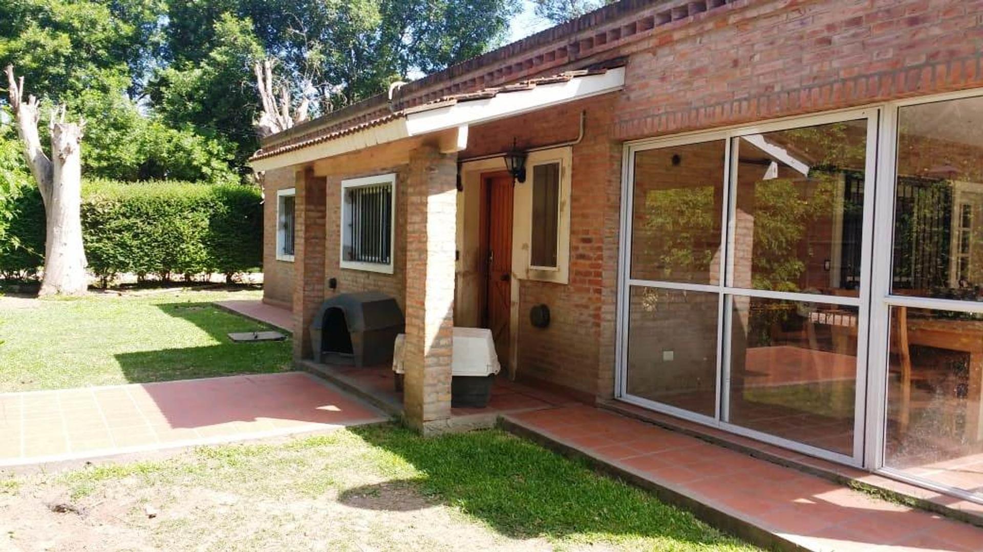 Casa en Venta en Los Robles del Monarca - 4 ambientes