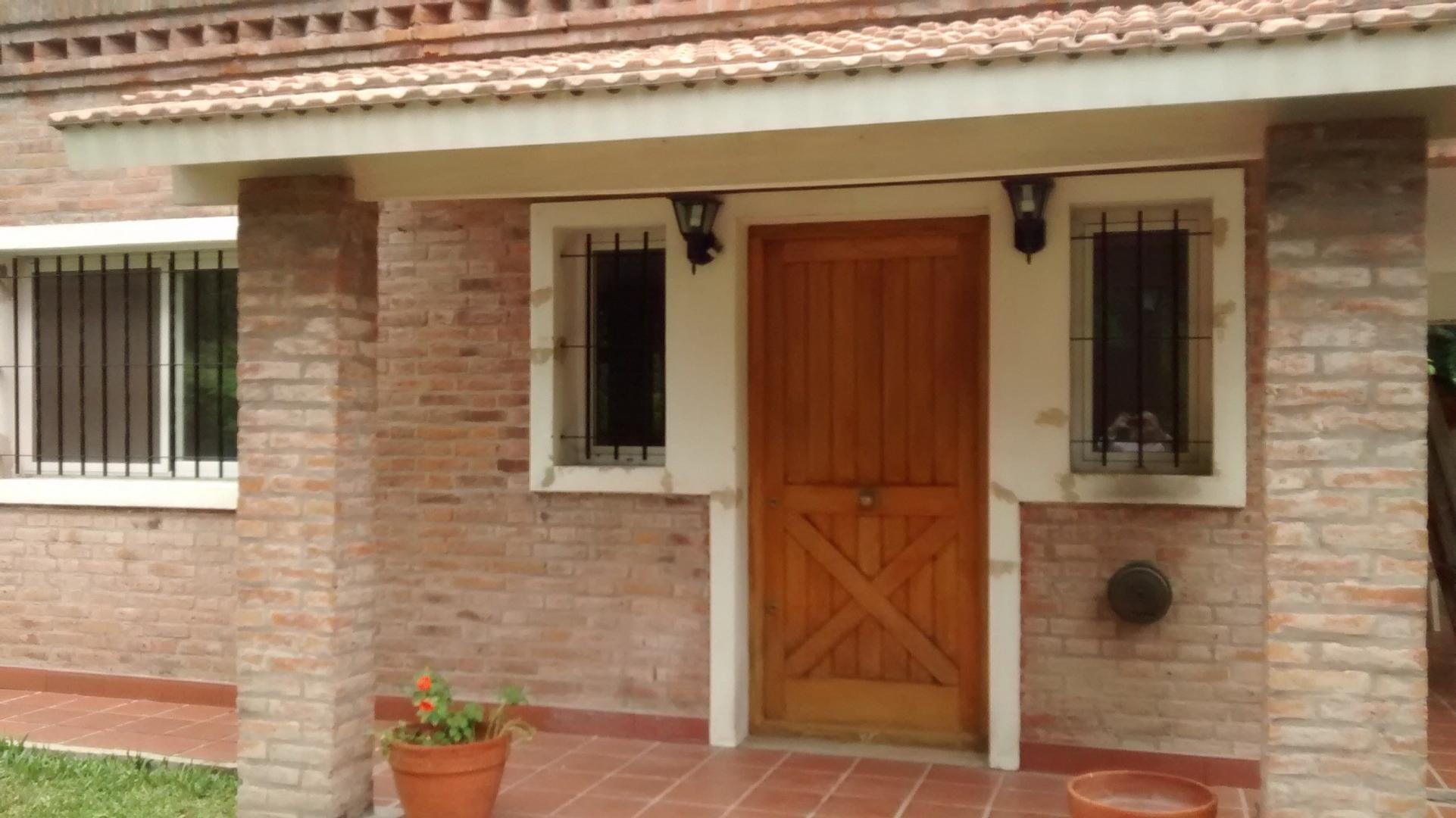 B°ROBLES DEL MONARCA PILAR (km 48) CALLE LOS PLÁTANOS Y BLANES 1900 - 4 ambientes con cochera