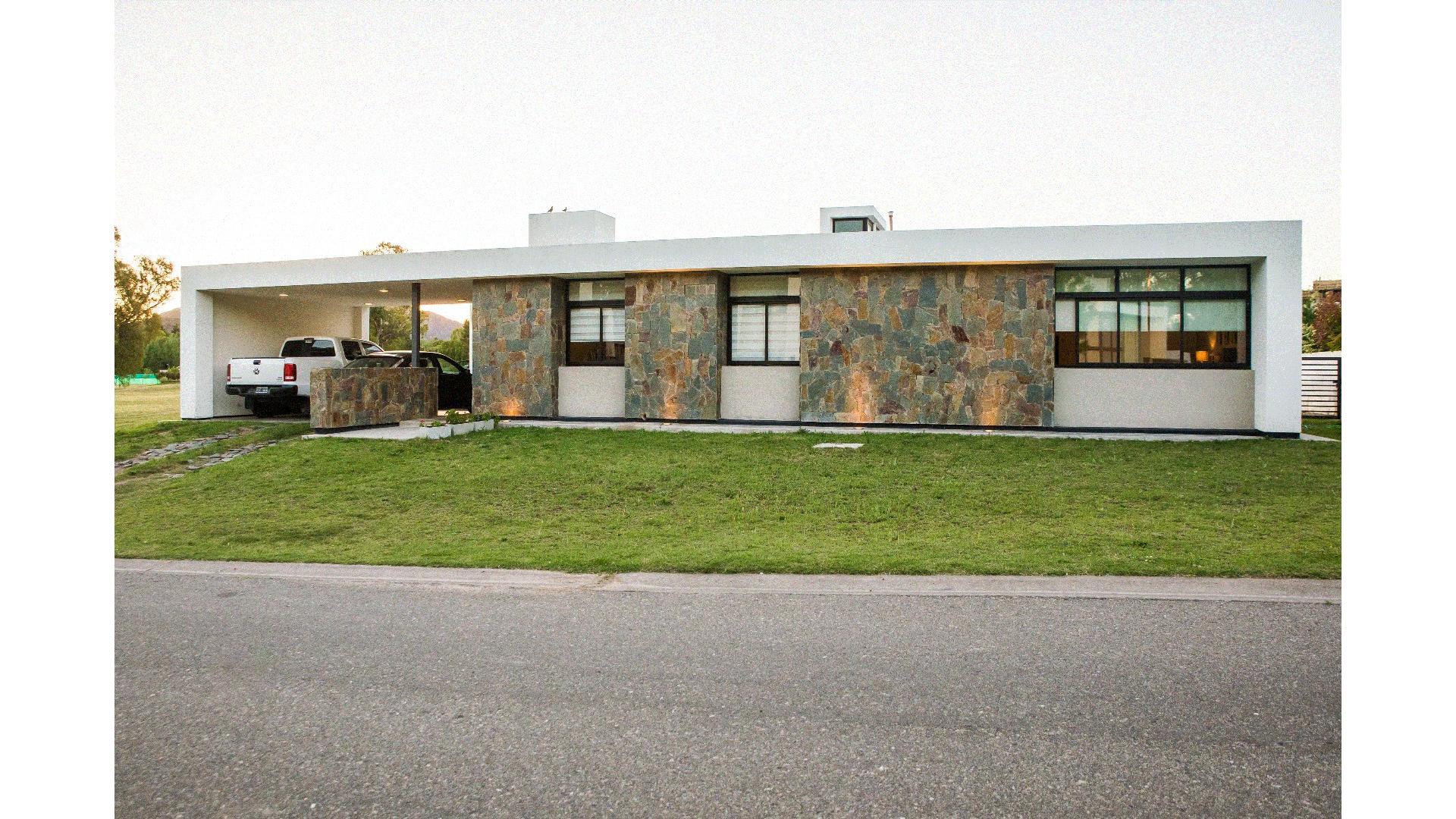Casa en VENTA country Solares del Golf,Juana Koslay.