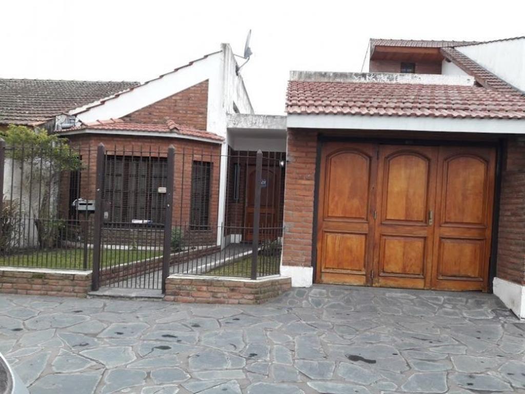 Casa - Venta - Argentina, San Miguel - Gral Urquiza  AL 1900