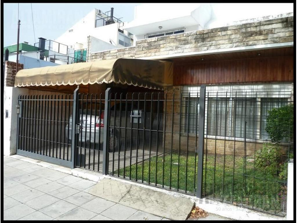 Casa en venta en sarmiento al 100 villa ballester for Jardin belen villa ballester