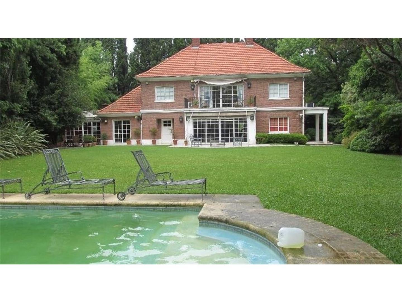 Casa muy elegante . Excelente ubicación en Lomas Jockey.