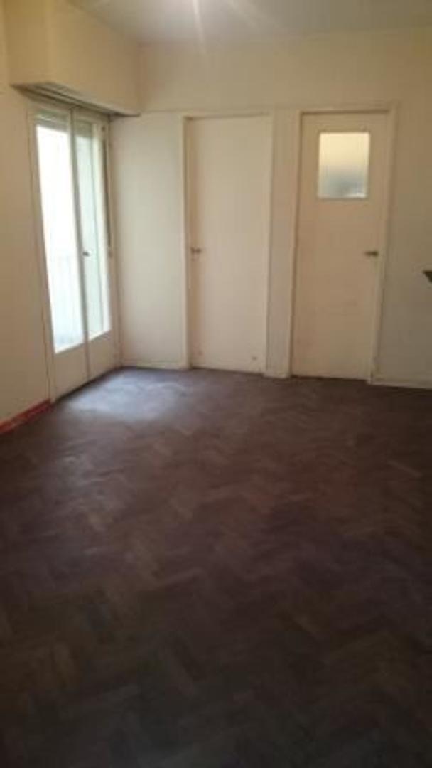 Vendo ambiente 26 m² en Formosa y Calasanz Cocina y baño instalado 3ro x escalera Apto Crédito Banco