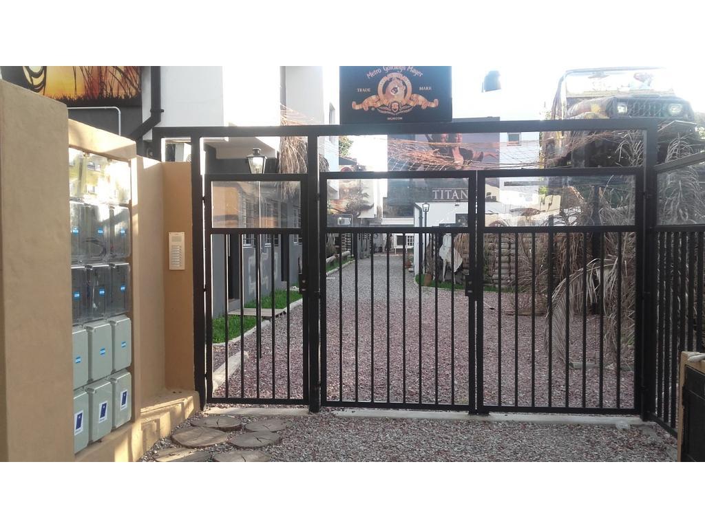 Muy buen duplex Ituzaingo Norte buena ubicación, a una cuadra de M. Paz