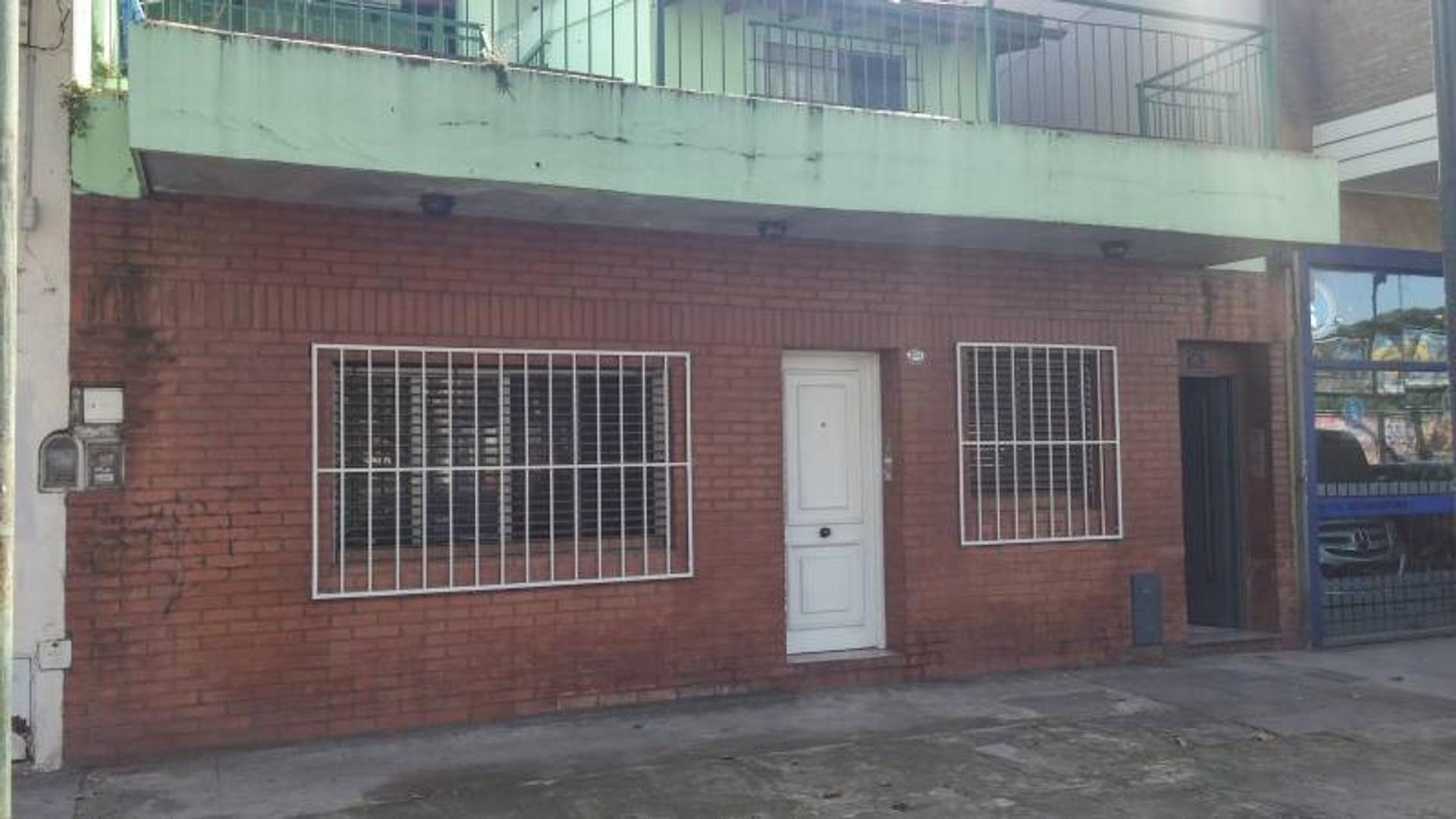 Venta PH 4 ambientes con patio y terraza en 2 plantas. IDEAL 2 FAMILIAS.