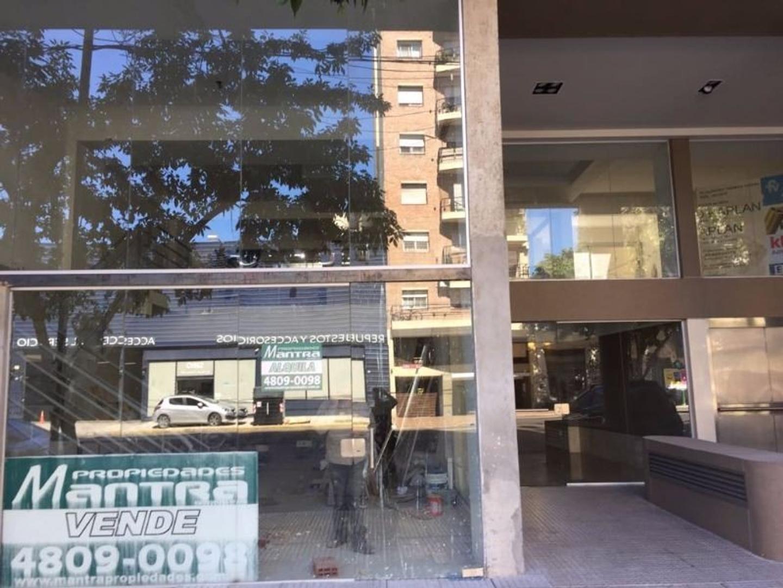 Gran Local  A  ESTRENAR  sobre Avenida Apto Gastronomia etc en 3 plantas