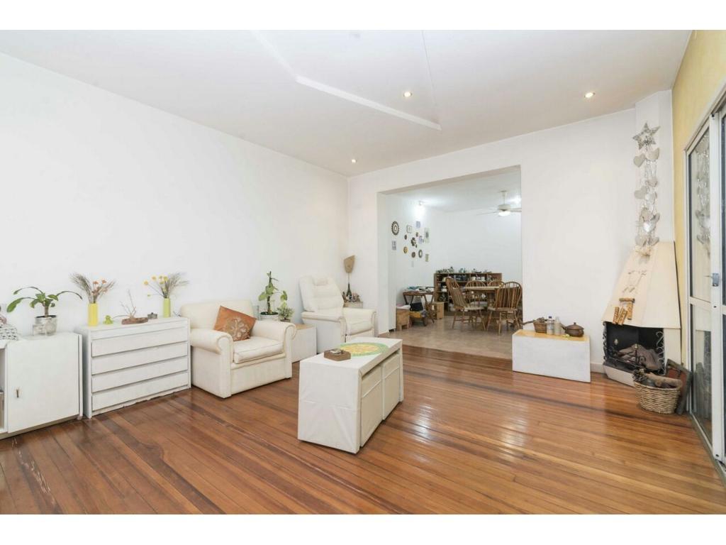 Vendo casa zona Agustiniano dueño directo, acepto propiedad en parte de pago