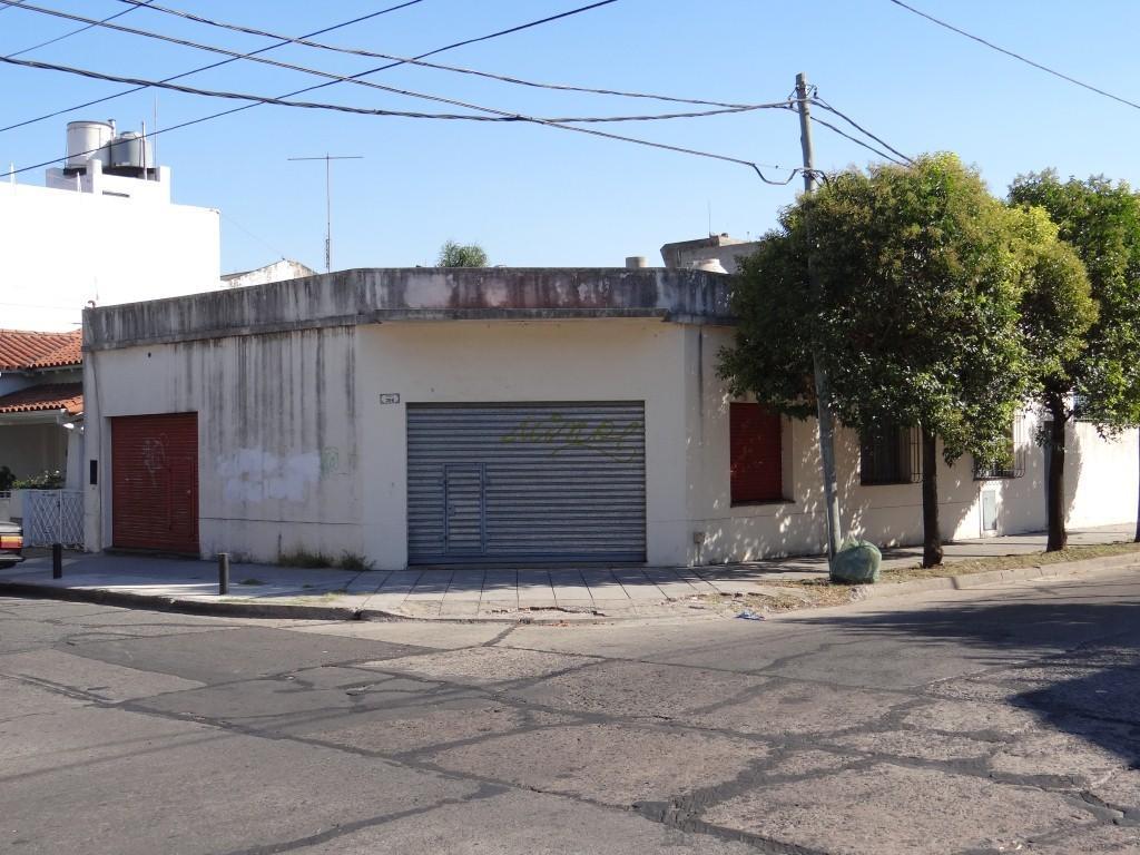 Muy Buen local en esquina 60 mts2, a una cuadra de Av. Laprida.