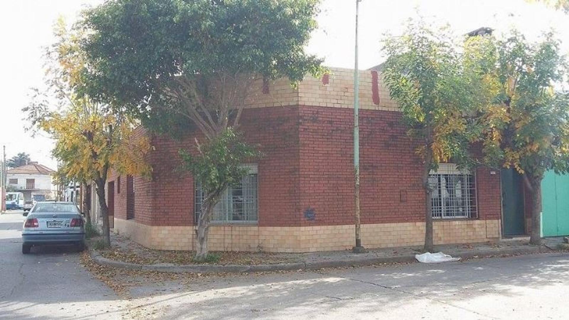 Casa a Refaccionar En Villa Sarmiento