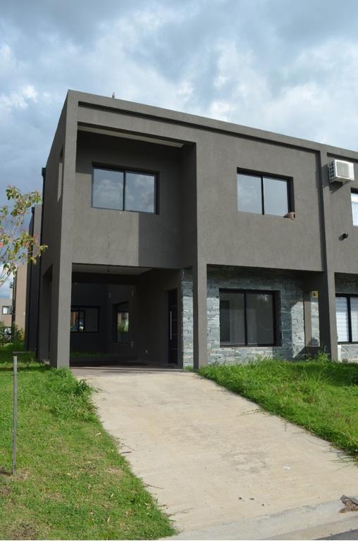 Casa a Estrenar Barrio Cerrado Oeste 3 dormitorios