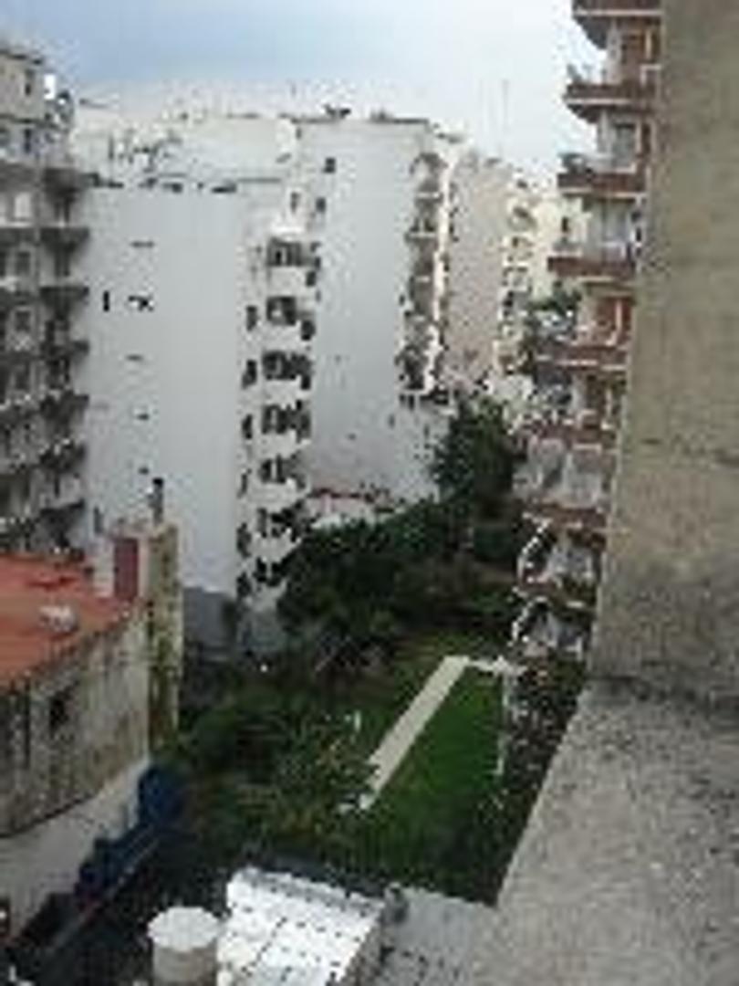 Amplio departamento de 1 ambiente con balcon terraza cubierto.Bajas expensas.