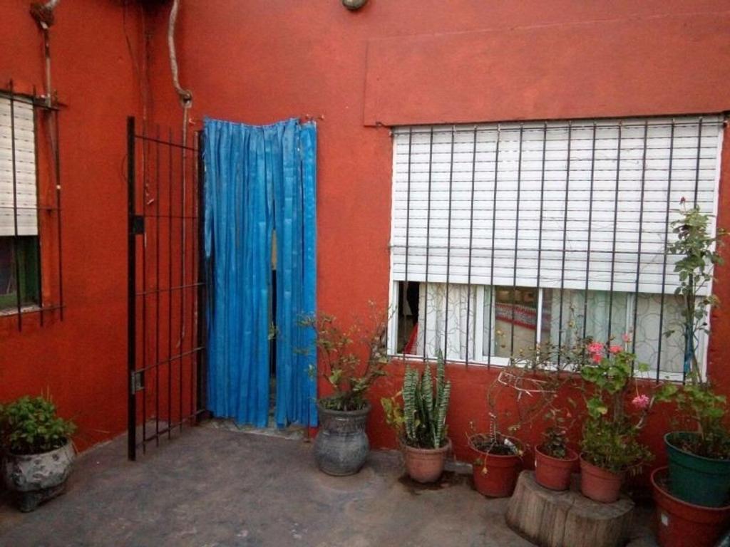 Casa con Local Comercial apta para 2 familias. Mariano Acosta. Merlo. GBA.