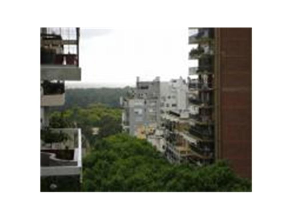 Piso de 4 ambientes, cochera y dependencia, balcon y vista