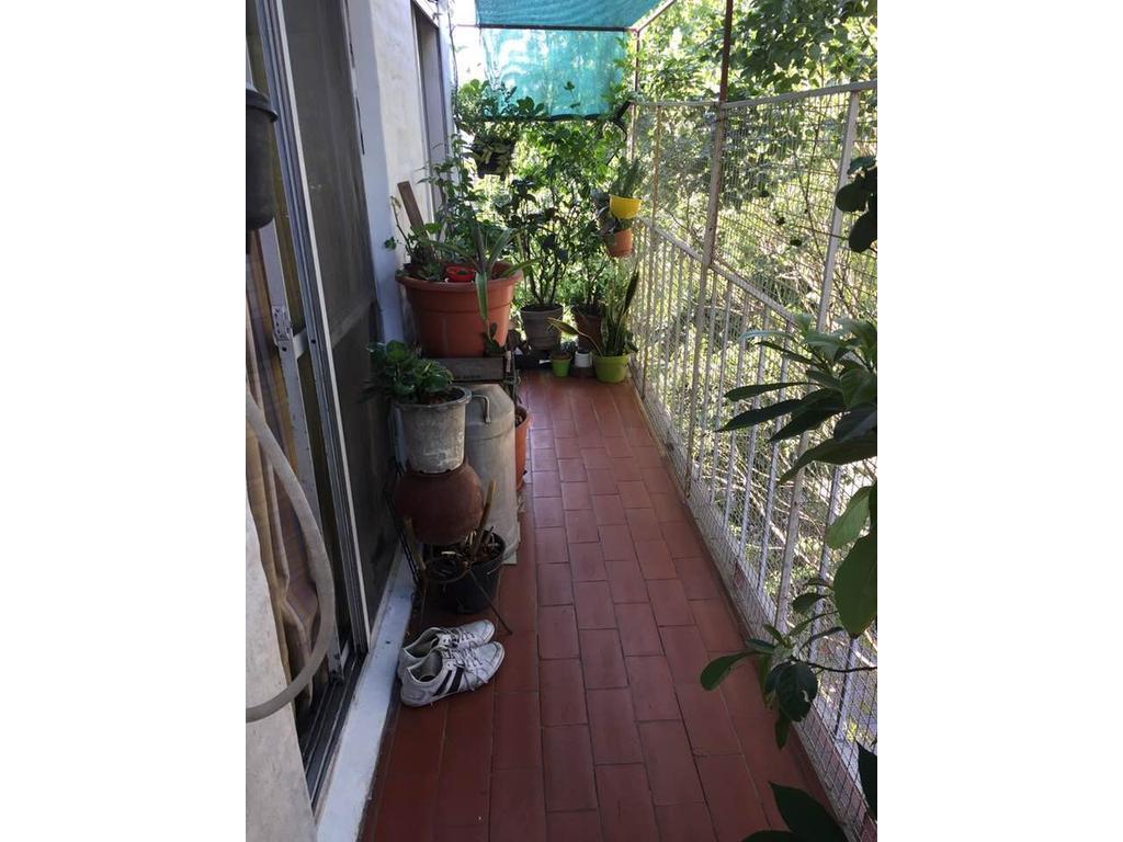 Hermoso PH de 2 amb en planta al frente con balcón