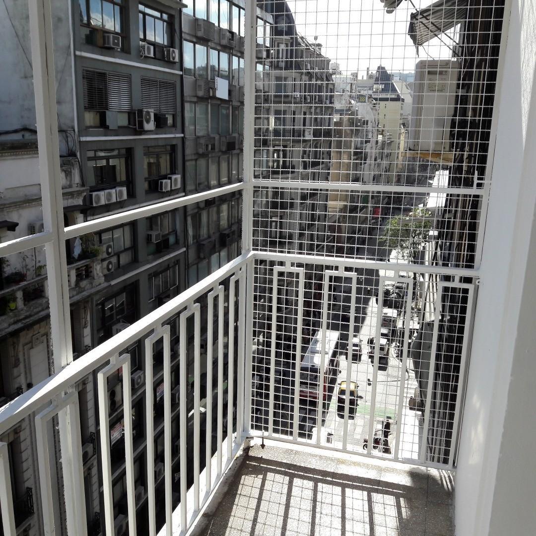 Excelente departamento al frente con balcón 3 dormitorios. 84m2 Impecable