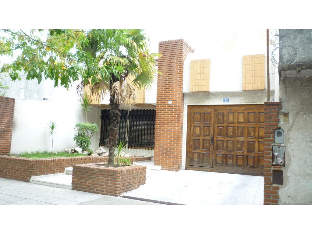 Vendo hermosa casa de 5 ambientes con piscina, parque y quincho
