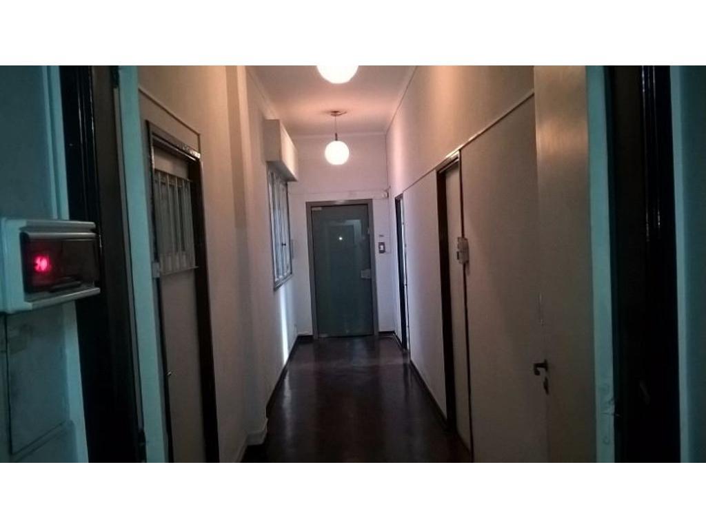 Excelente oficina 21m2 AA amoblada lista para trabajar Santiago del Estero 200 piso 2º