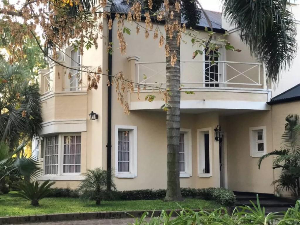 Oportunidad Excelente casa en Campo Grande 7 ambientes
