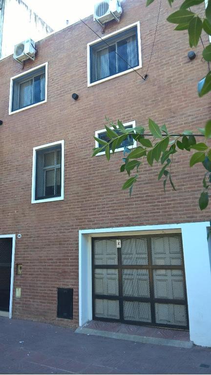 Casa hermoso 5 Amb, 4 baños, 32 m2 de patio, lavadero, garaje. OPORTUNIDAD., Permuta de Mi Interés