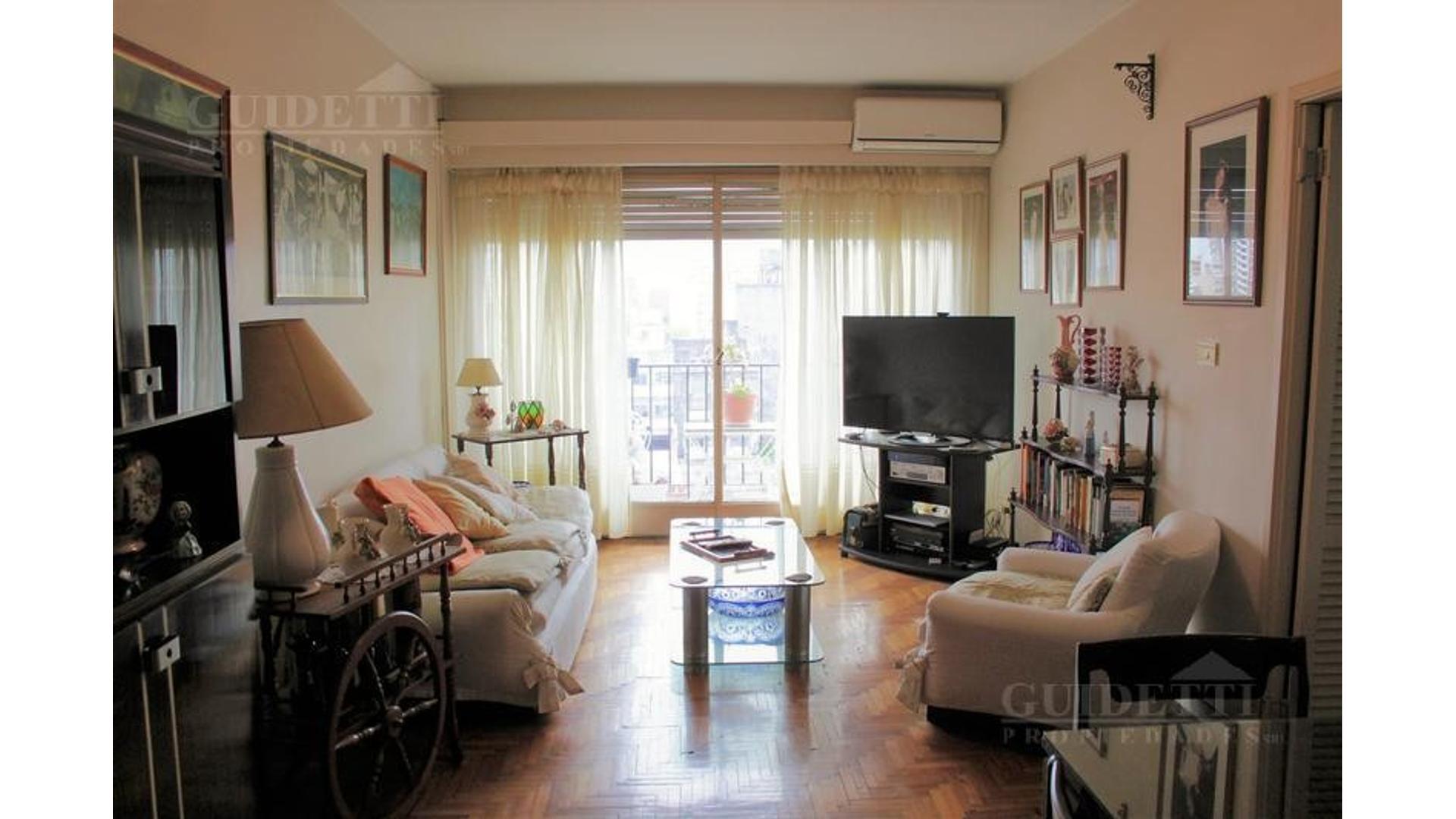 Venta departamentos  4 ambientes balcón al frente  avenida  Rivadavia en Floresta