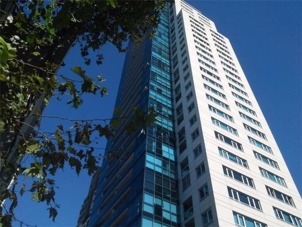 Tres ambientes en duplex en piso 23 con excepcional vista