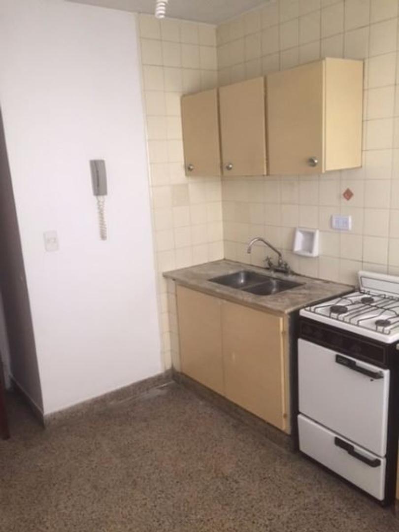 Dto. 2 dormitorios. Corrientes 1100