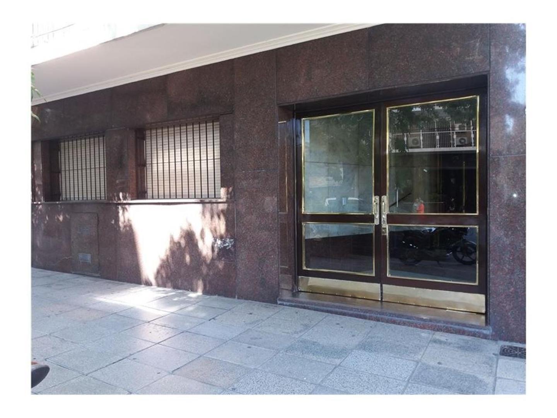 4 AMBIENTES SEMIPISO CONTRAFRENTE 78 m2. Rivadavia al 4200 Excelente edificio. Depto a reciclar.
