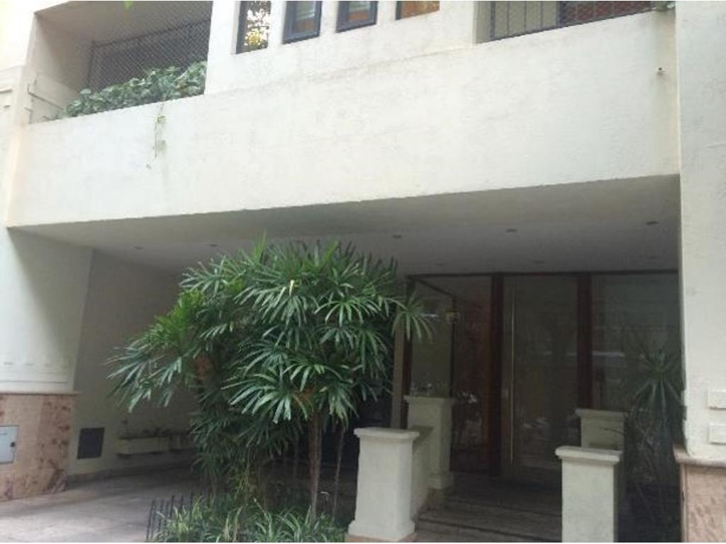 Exclusivo piso con jardín, quincho, parrilla 3 ambientes con dependencia o 3er dormitorio, cochera
