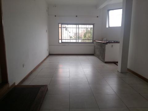 PH en un primer piso de 2 ambientes mas una oficina apto para profesional.
