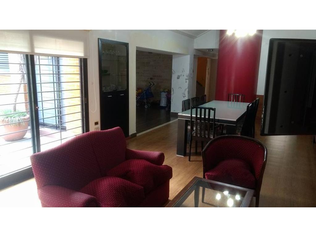 Venta Hermosa casa de 4 dormitorios a media cuadra de Av. Mate de Luna al 3400
