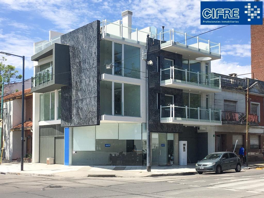 Excelente Piso 4 ambientes, 3 bños, garage cubierto y terraza propia ( Suc. Devoto 4504-4444)