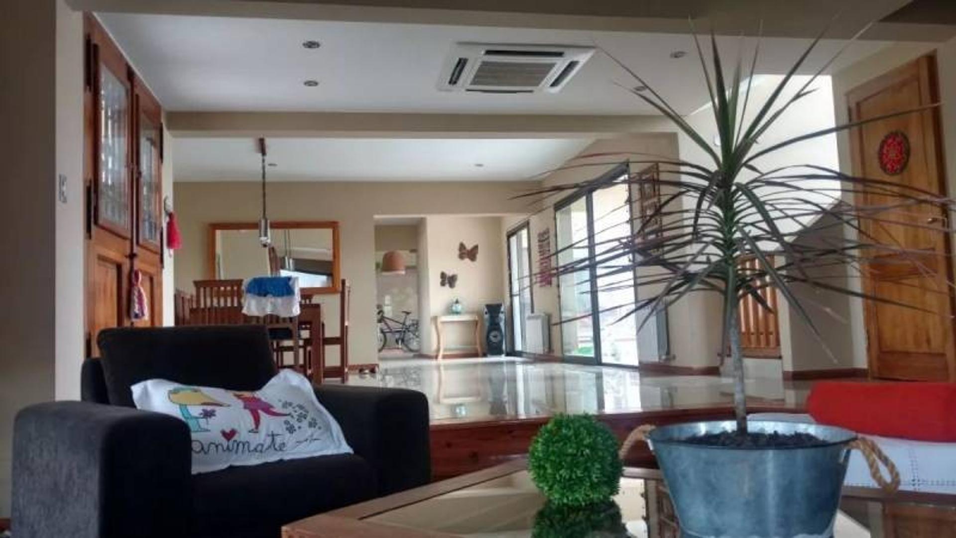 Susana Aravena Propiedades FV Vende esplendida casa en Haras Santa Maria Escobar