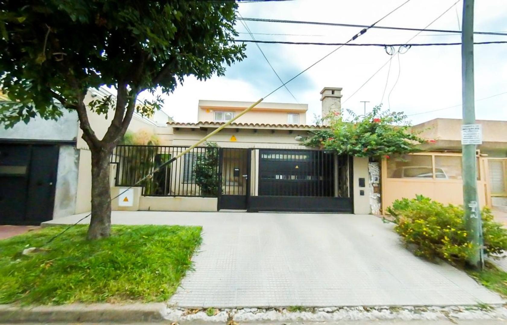 Casa en Venta en Sarmiento - 5 ambientes