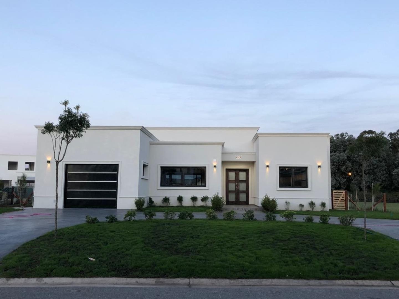 Casa en Venta en Arenas del Sur - 4 ambientes