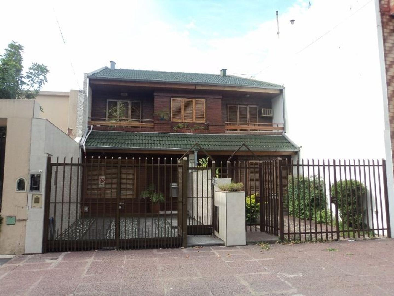 Duplex de 4 ambientes con fondo, cochera