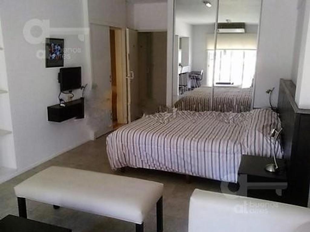 1 ambiente en alquiler temporario. Villa Urquiza. Sin garantía.