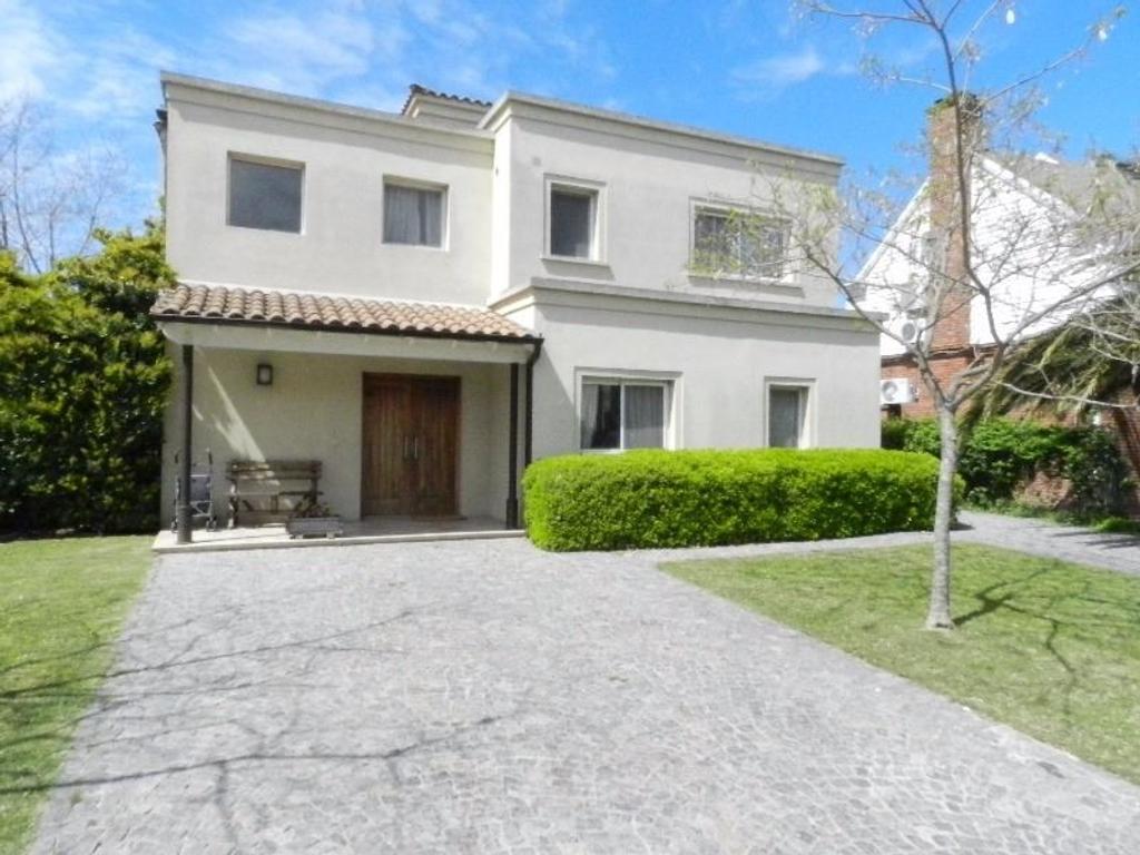 Excelente casa en venta en Talar Chico! Lote interno.