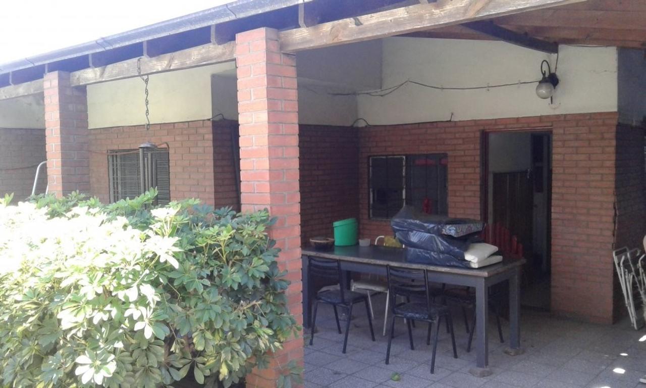 Venta de casa 3 ambientes buen estado