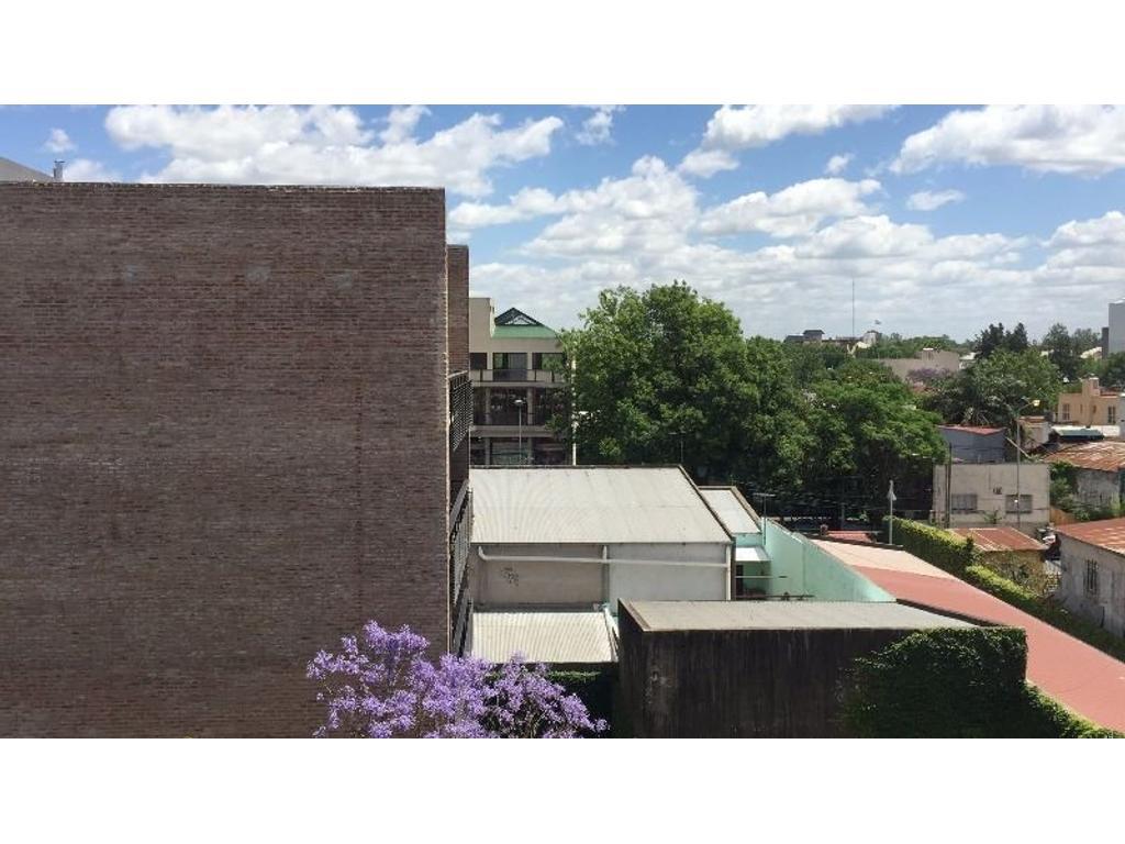 Departamento de tres ambientes  con dos balcones con cochera cubierta más terraza propia