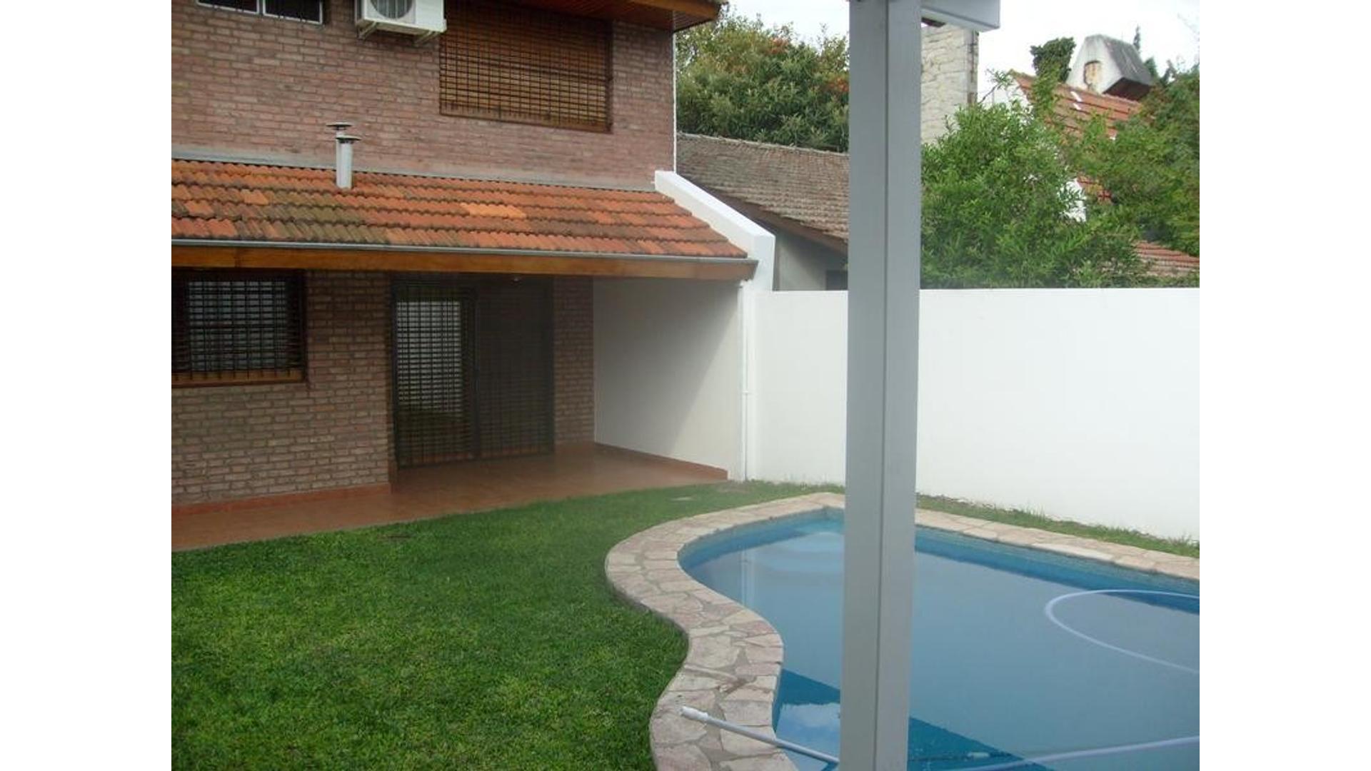 Chalet 6amb c/jardín, piscina y parrilla, a 2 cuadras de Av. Santa Fe