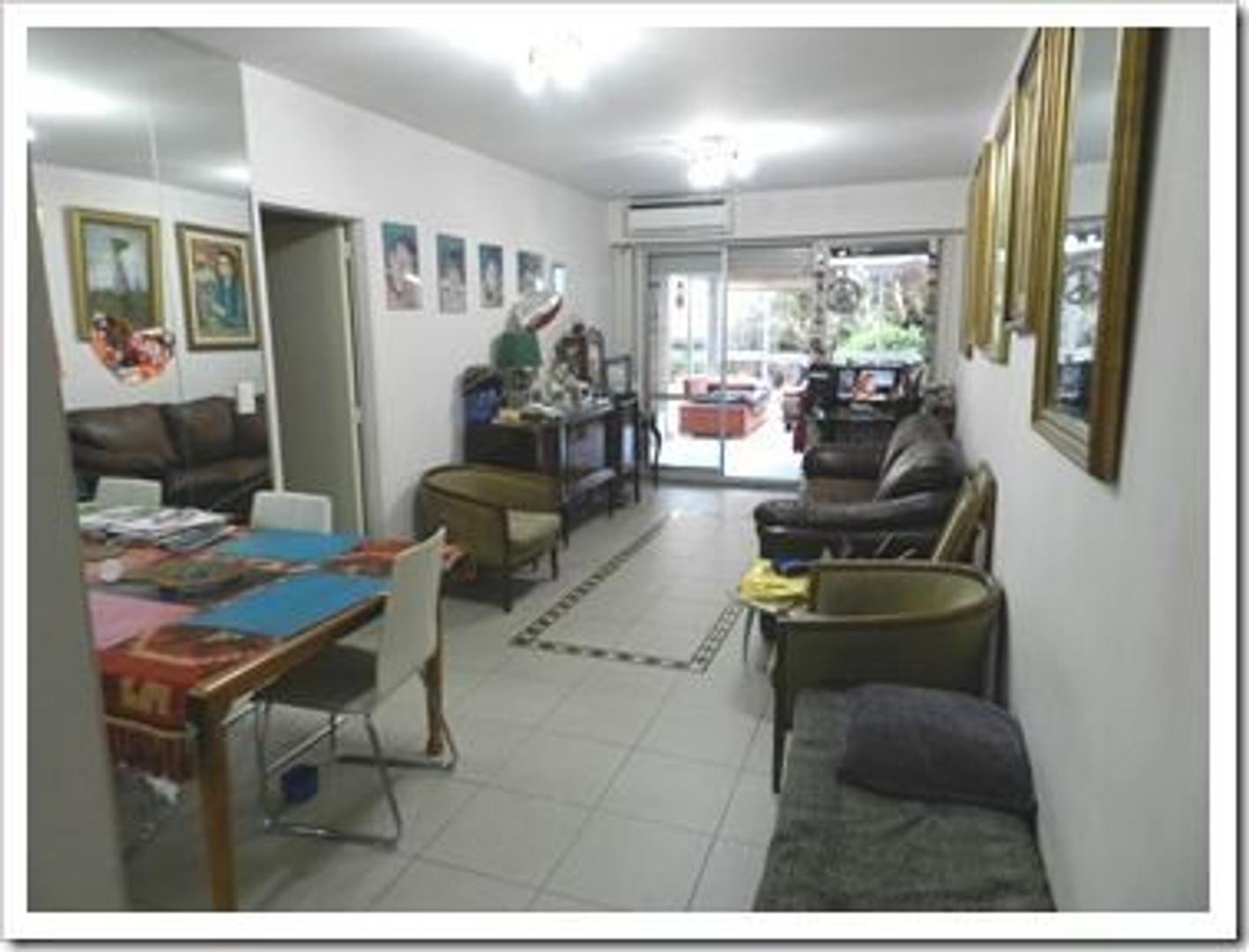 Departamento de 3 dormitorios de 80 M2, 40m2 semicubie y 160 M2 de patio a metros de Plaza Guadalupe