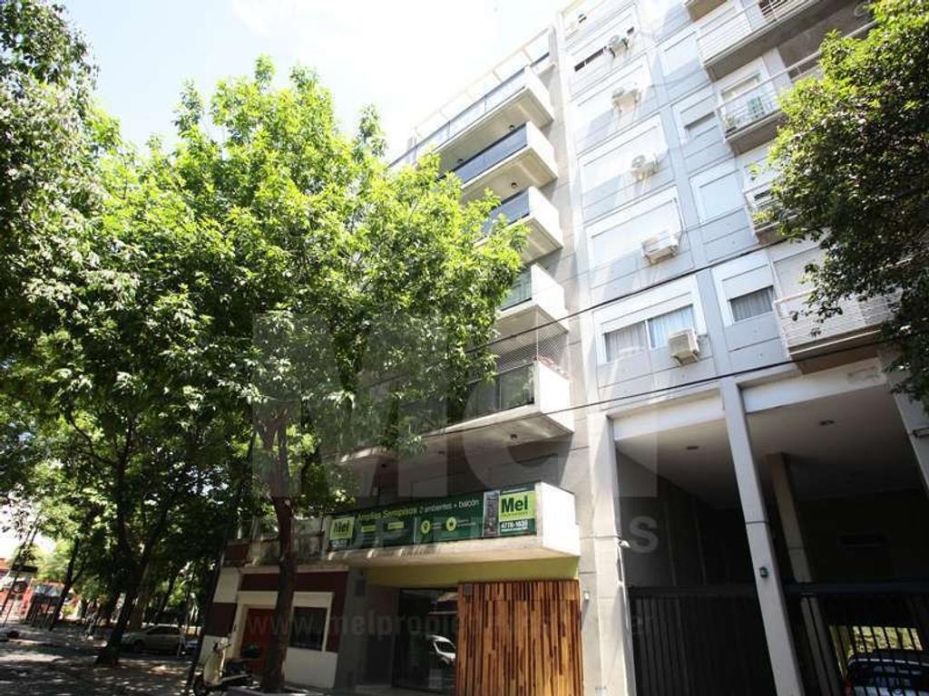 Exc semipiso de 2 ambientes con balcón,detalles de categoría, apto profesional.