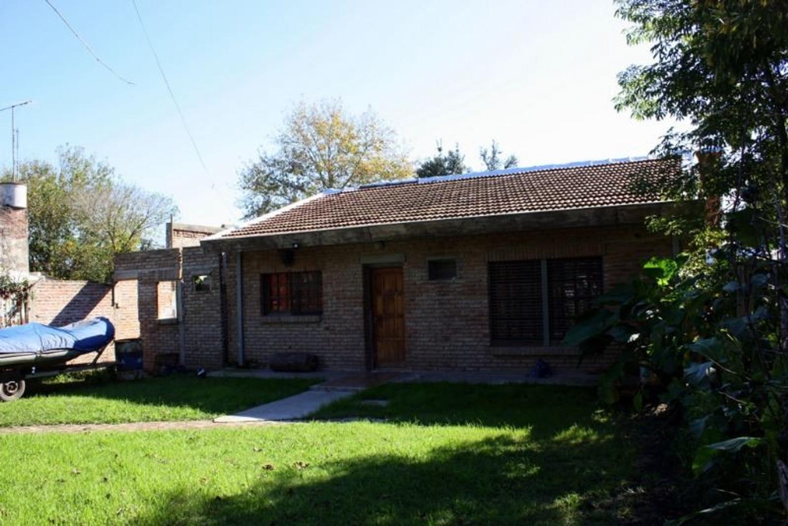 Venta de tres departamentos tipo casa en conjunto. Lola Mora, La Loma, Del viso.  Ideal inversión .