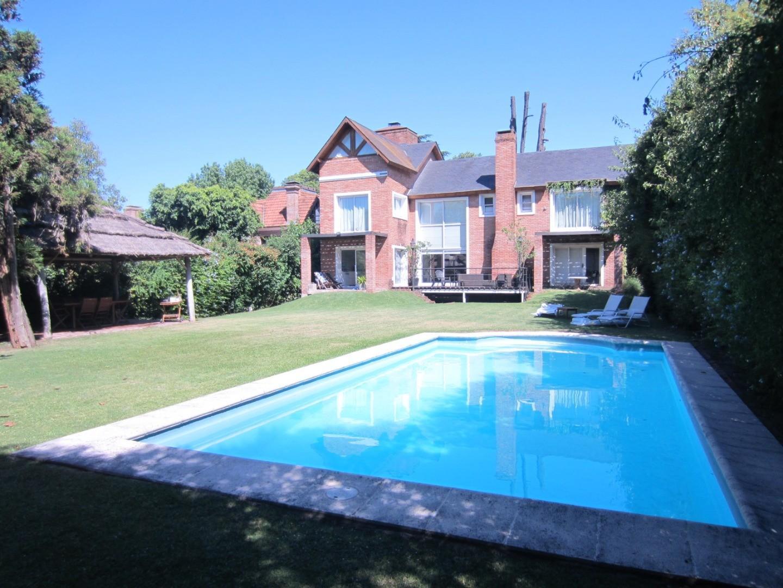 Oportunidad por precio y ubicación, casa en zona residencial sobre calle cortada excelentes accesos