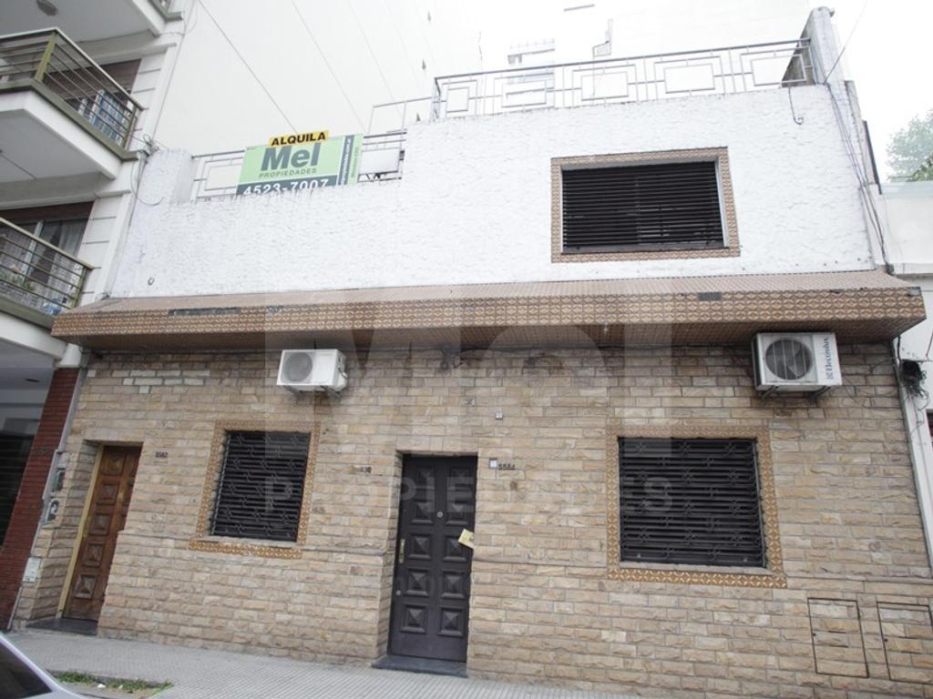 Excelente PH RECICLADO. 2 plantas; 5 oficinas; baño completo + 2 toilettes: living cocina TERRAZA