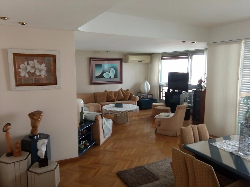 Lindisimo piso 4 ambiente y dependencia, cochera y baulera.