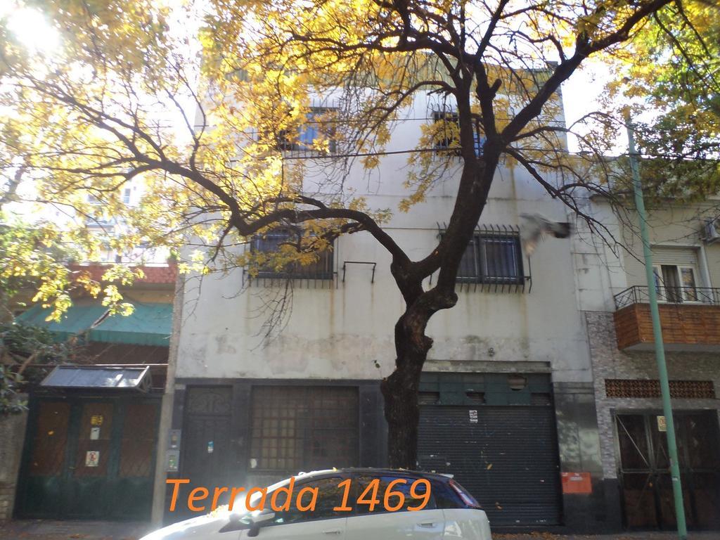 DUEÑO ALQUILA - 820 m²  en 3 plantas. ( PB 320 m²)