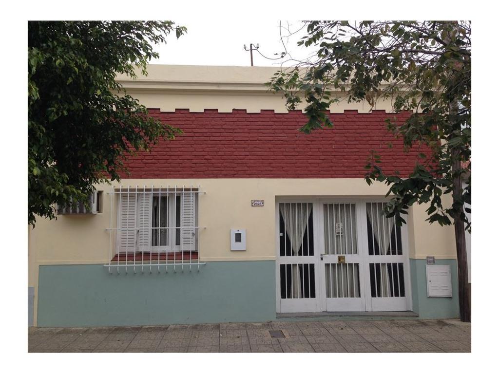 Casa en venta / 2 dormitorios / Fomento 9 de Julio