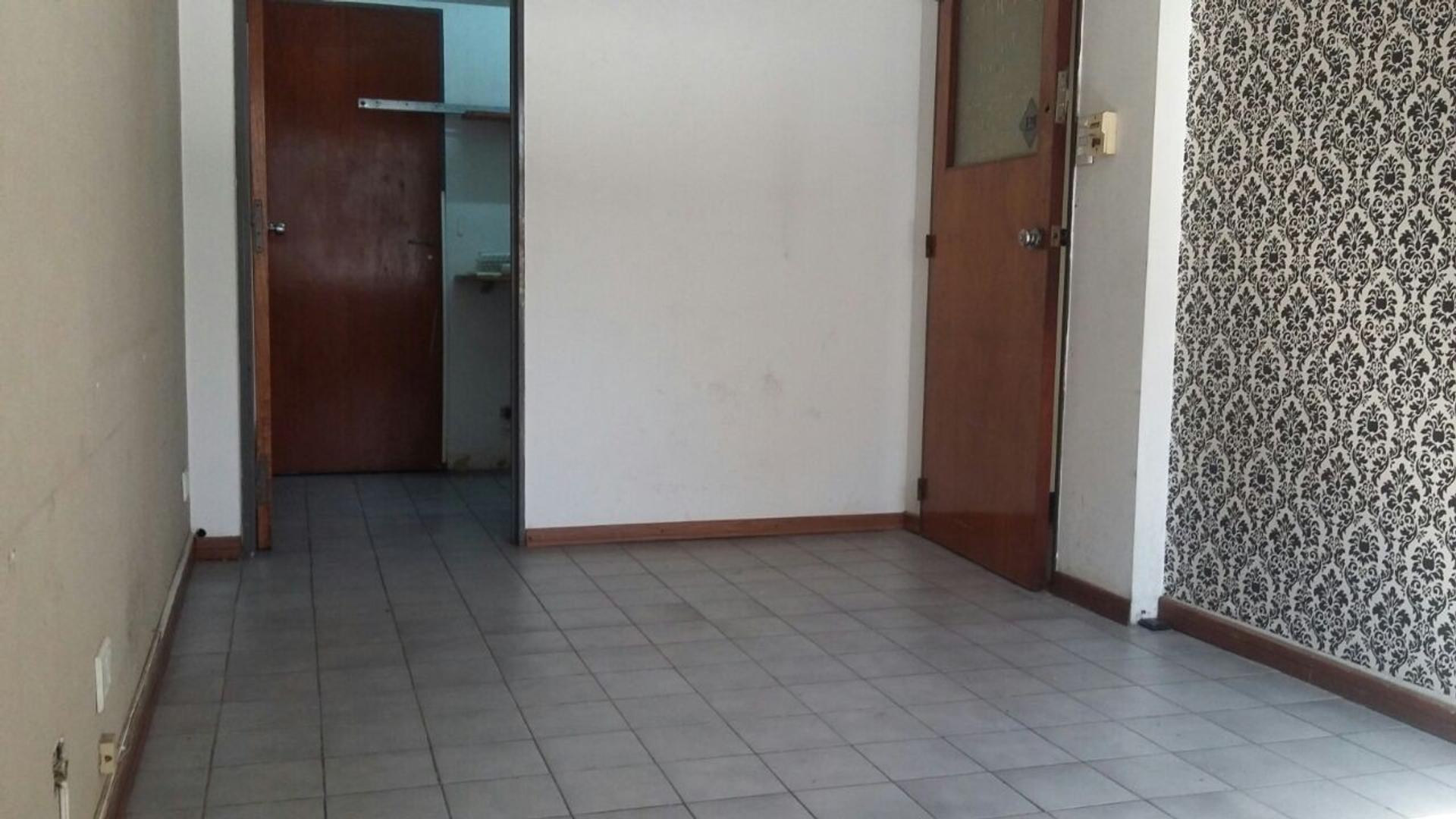 Oficina en alquiler a media cuadra de la Estación
