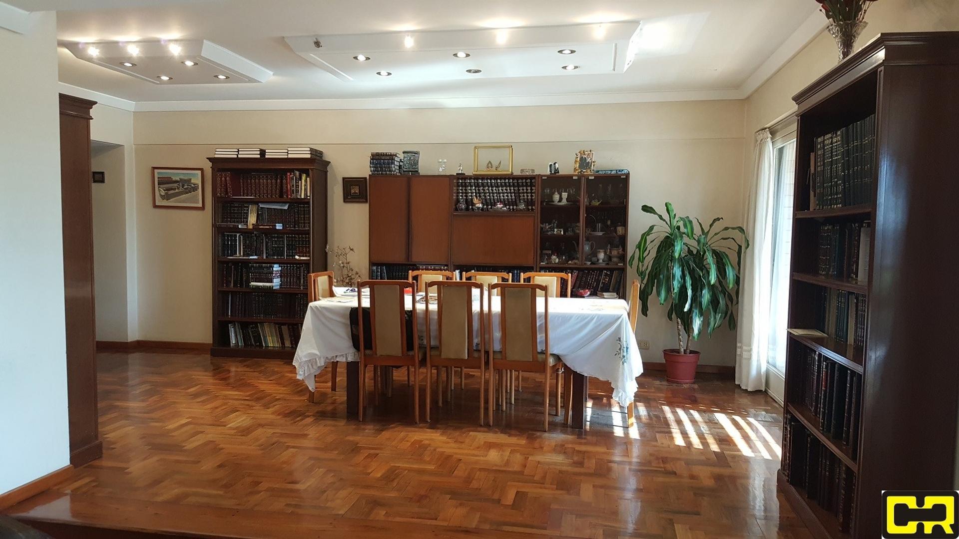 Departamento - 130 m²   3 dormitorios   40 años